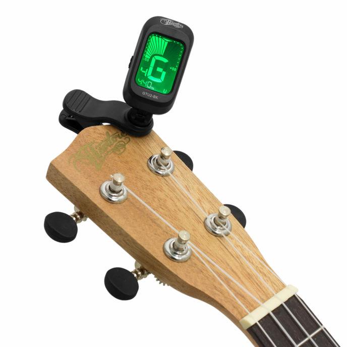 Chromatická klipová ladička na akustickou kytaru lze použít na všechny strunné hudební nástroje. V tomto případě na ukulele.