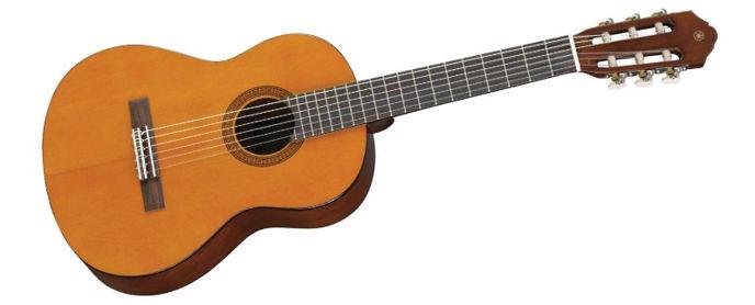 Klasická kytara má pro děti vhodnější velikost. Na druhou stranu zase širší krk.
