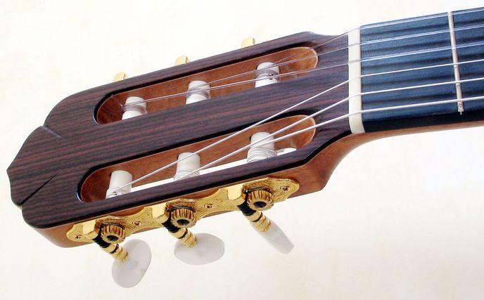 Nylonové struny na klasické kytaře.
